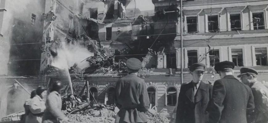 Какой город держался в блокаде 900 дней